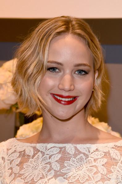 Jennifer Lawrence Short Bob Hairstyle with Subtle Waves