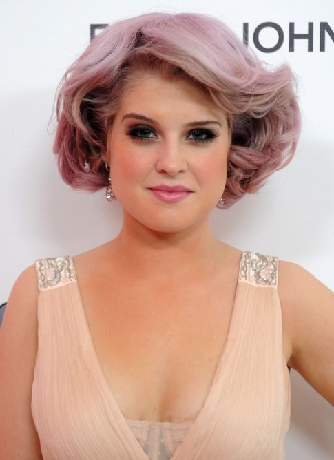 Kelly Osbourne Short Pink Bob Hairstyle for Thick Hair