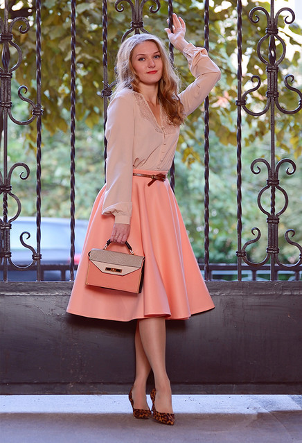 Lovely Pastel Outfit with Leopard Printed Pumps