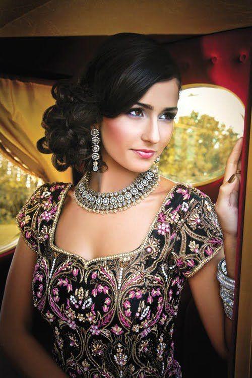 Fabulous 16 Glamorous Indian Wedding Hairstyles Pretty Designs Short Hairstyles Gunalazisus
