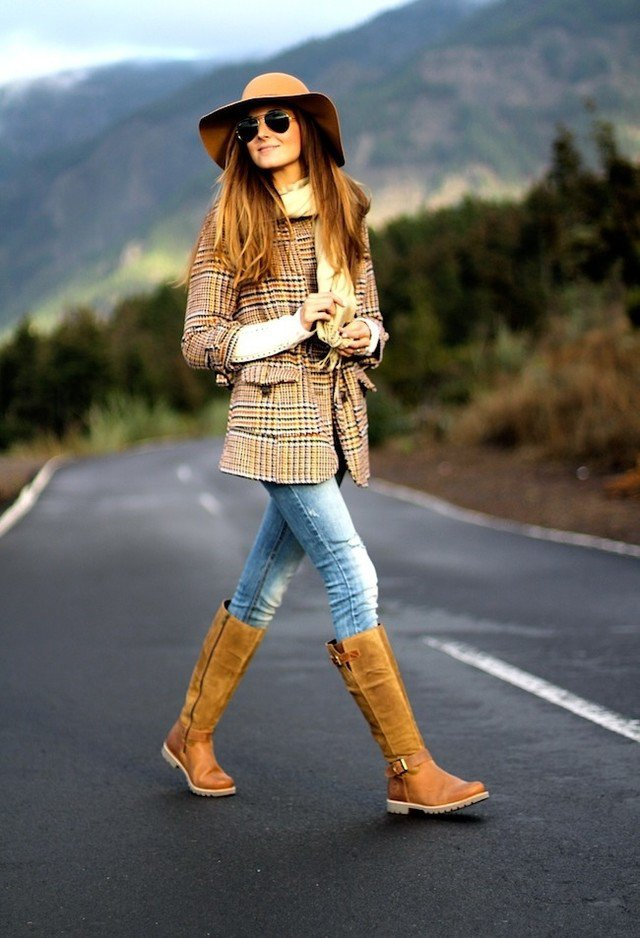 Pretty Plaide Outfit Idea for Women