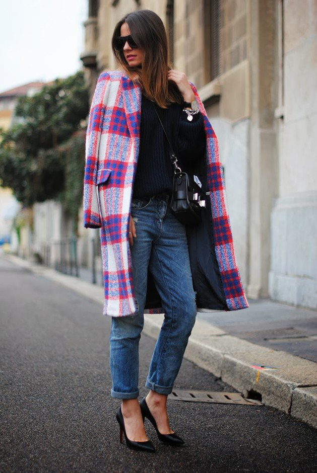 Stylish Tartan Coat Outfit Idea