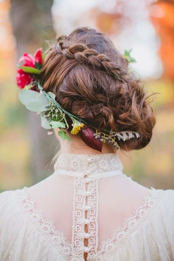 15 Best Hairstyles With Flower Wreaths For Fall Pretty