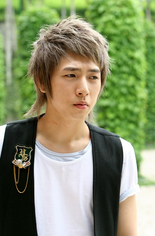 Trendy Fashion Korean Hair Style for Men