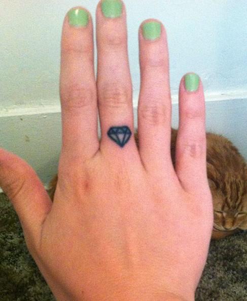 Bethany Cosentino tattoos – Cute Small diamond tattoo