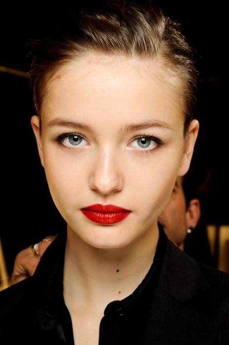 Red Lips for Nude Makeup