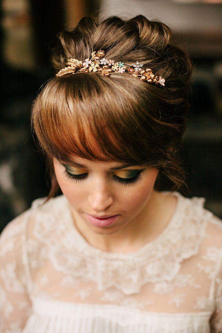 Свадебная прическа с челкой. фото