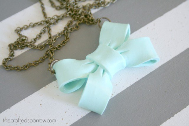 Easy Bow Necklace