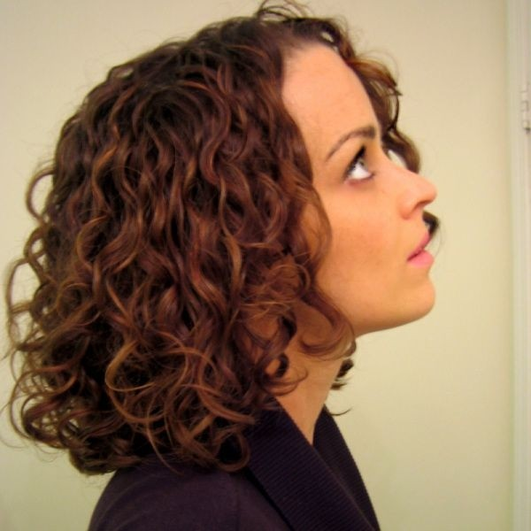 Beautiful Curly Bob Hairstyle for Mid-length Hair