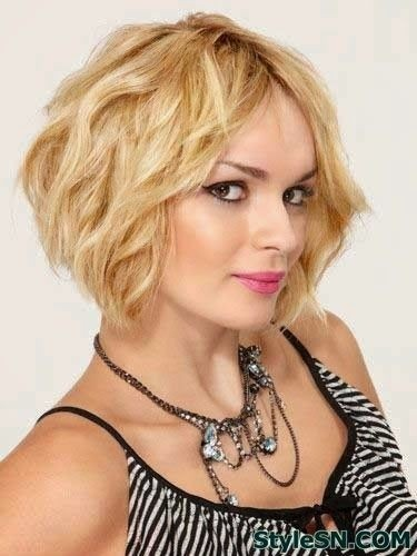 Blonde Wavy Bob Haircut for Summer Hair