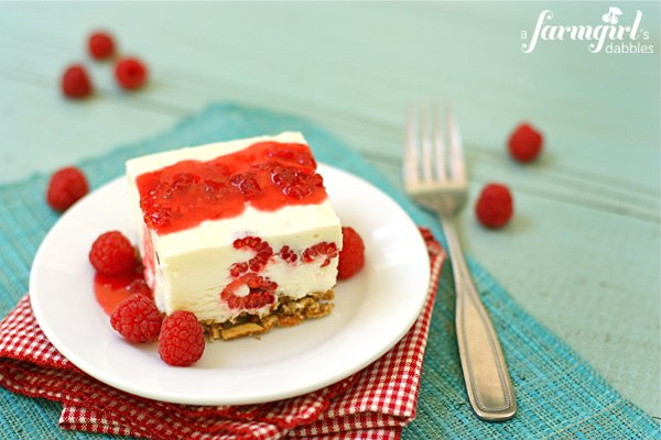 Cake with White Chocolate Cream