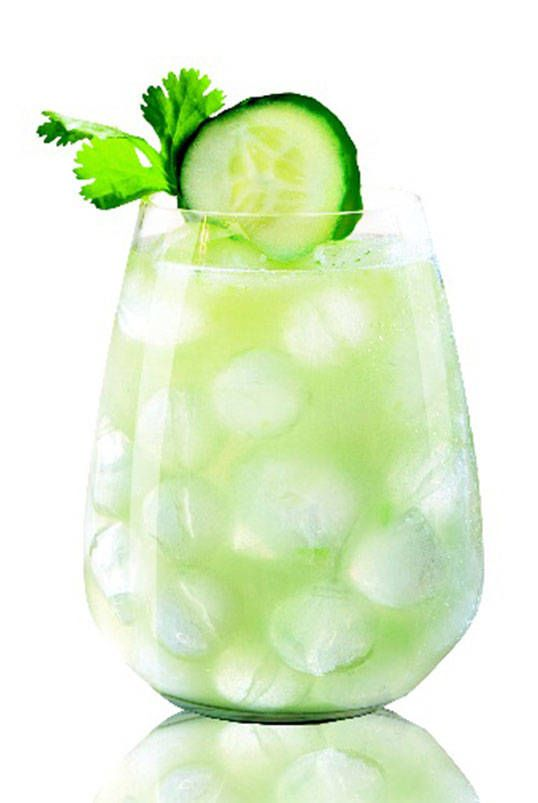 Green cocktail recipes to welcome saint patrick s day for Green alcoholic drinks recipes