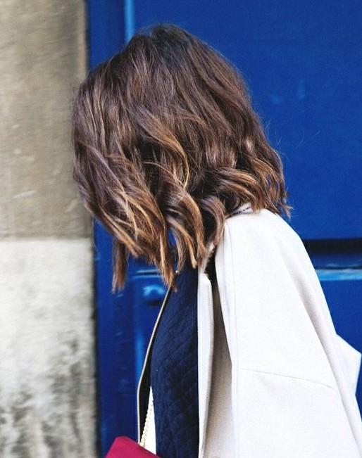 Medium Layered Hairstyle for Wavy Hair