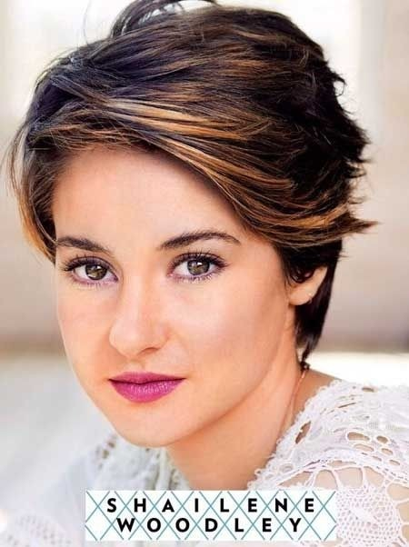 22 Great Short Haircuts for Thick Hair - Pretty Designs