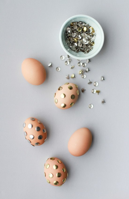 Thumb Tack Polka Dot Easter Eggs & 15 DIY Easter Egg Ideas to Decorate the Holiday - Pretty Designs