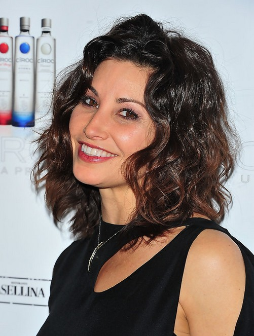 Gina Gershon Short Wavy Hairstyle