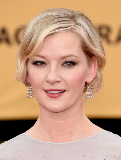 Gretchen Mol Short Wavy Hairstyle