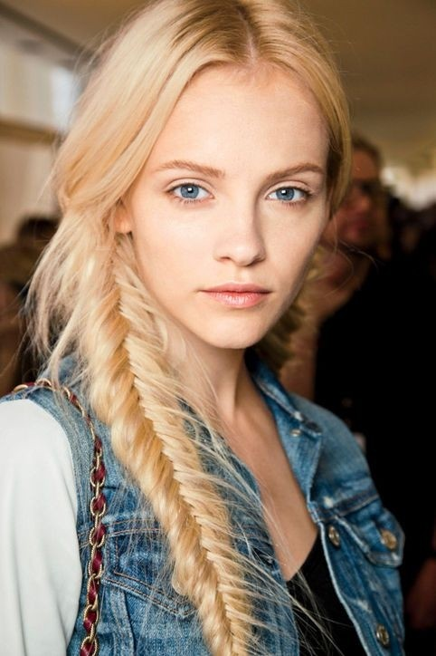 fishtail hairstyle : 12 Simple Fishtail Braid Hairstyles - Pretty Designs