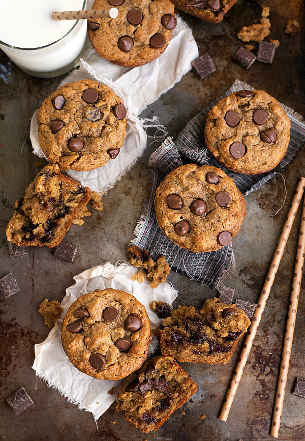 Skinny Peanut Butter, Banana, and Chocolate Muffins