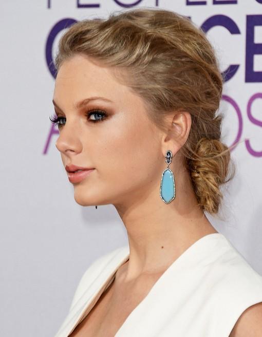 Taylor Swift Messy Bun Hairstyle