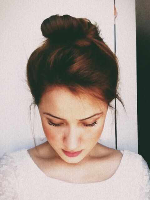 Peachy 16 Easy And Chic Bun Hairstyles For Medium Hair Pretty Designs Short Hairstyles Gunalazisus