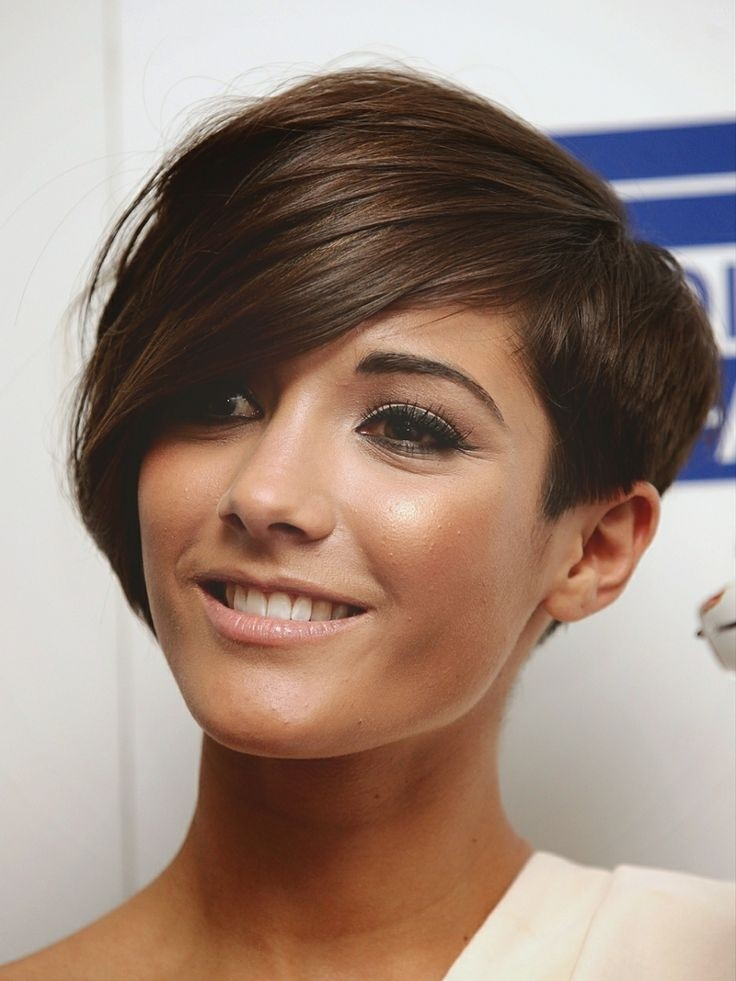 Frankie Sandford Asymmetrical Short Hairstyle