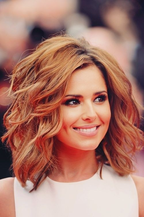 10 Trendiest Medium Wavy Hairstyles for Girls - Pretty Designs