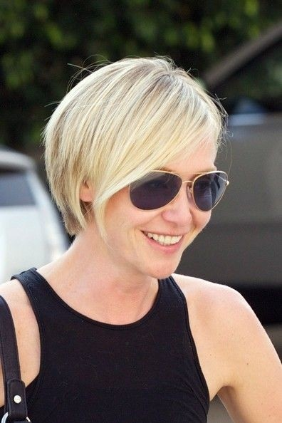 Portia de Rossi Short Blond Hairstyle with Layers
