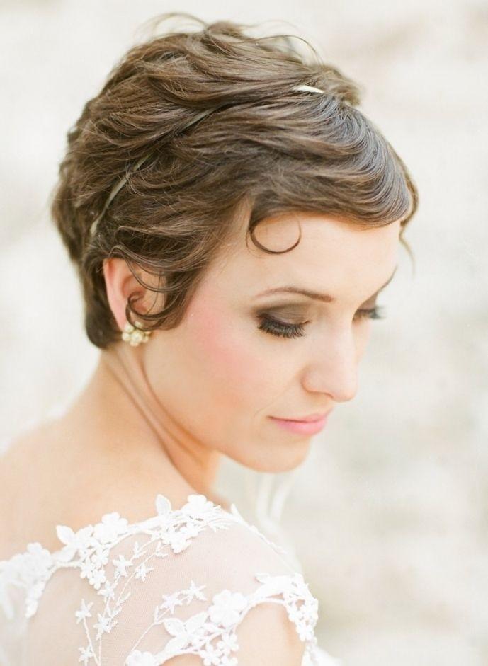 Pretty Bridal Hairdo for Short Pixie Hair