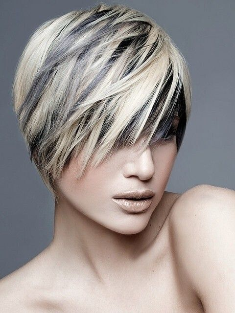 short hairstyles without bangs : Short Layered Haircut with Blonde Highlights via