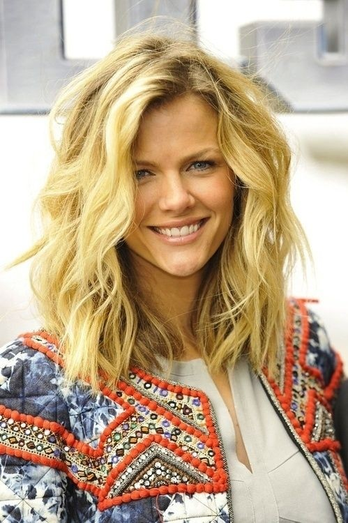 Tousled Medium Layered Hairstyle for Thick Hair