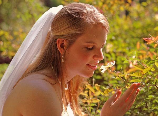 22 Fascinating Wedding Hairstyles For Medium Hair