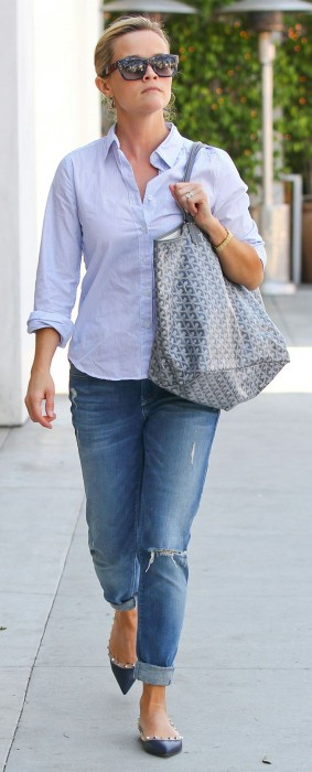 Boyfriend Jeans With a Button-Up