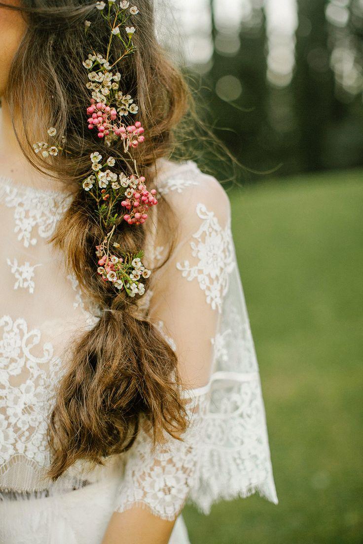 Boho-Chic Frisur mit Blumen