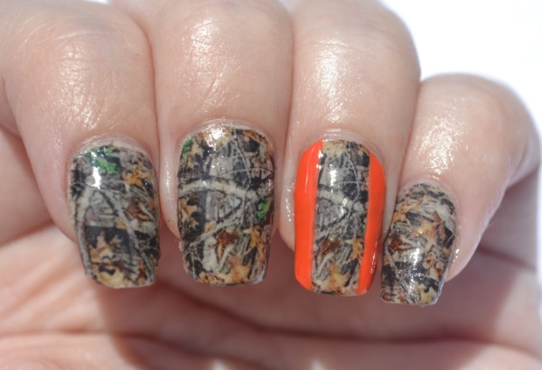 Camouflage Nail Design with Stripes - 13 Pretty Camouflage Nail Designs - Pretty Designs