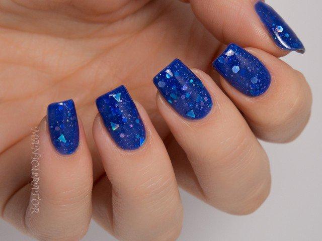 Glittery Blue Nail Design
