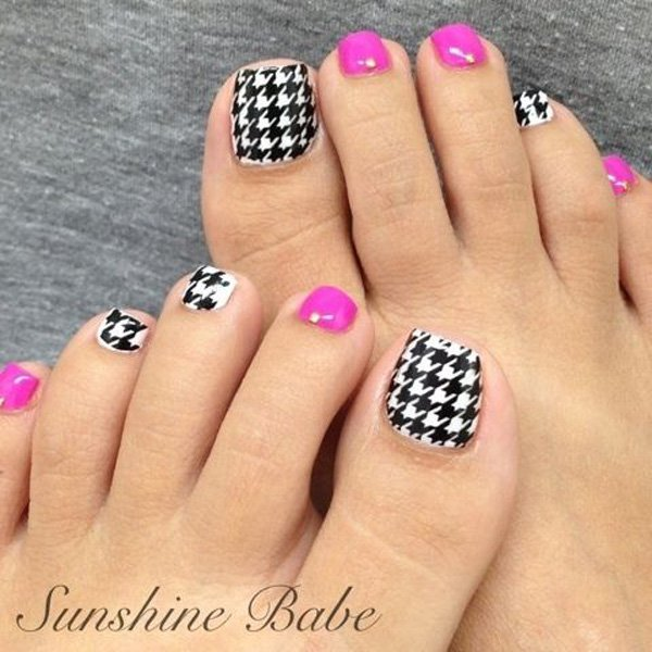 Checkered Toenail Design