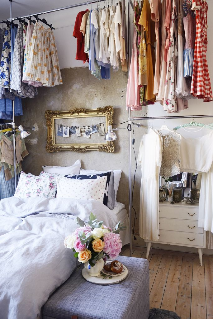 15 clever closet ideas for small space pretty designs for Small bedroom no closet