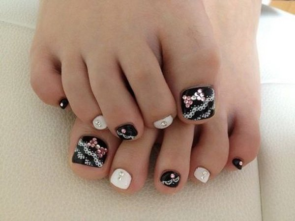 Lace Toenail Design