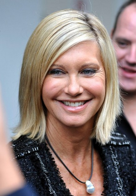 Olivia Newton John short blonde bob hairstyle for women voer 50