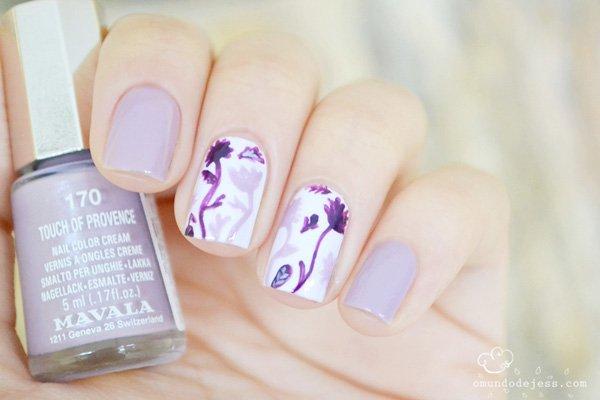 Lila Dandilion Nail Design