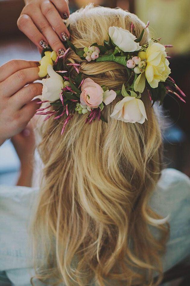 16 super charmante Hochzeitsfrisuren für 2019