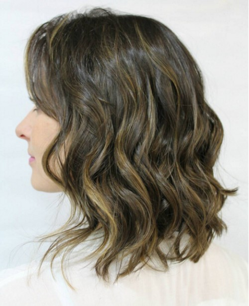 Medium Wavy Hairstyle for Brown Hair