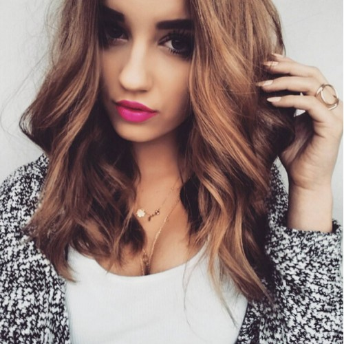 Medium Wavy Hairstyle for Girls