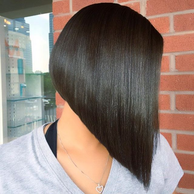 20 spectaculaire gebogen bob kapsels Bob Hairstyles  Victoria Beckham Lob Human hair color hairstyles Hair fashion Bob cut bangs Angled Bob Hairstyles Aesthetics