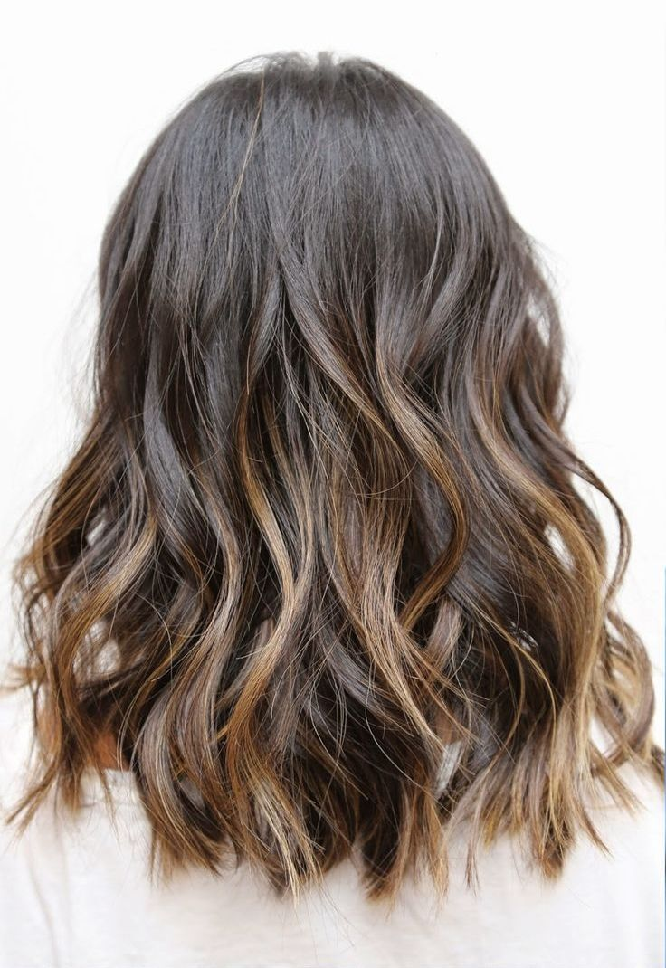 Beachy Wavy Hairstyle for Shoulder Length Hair