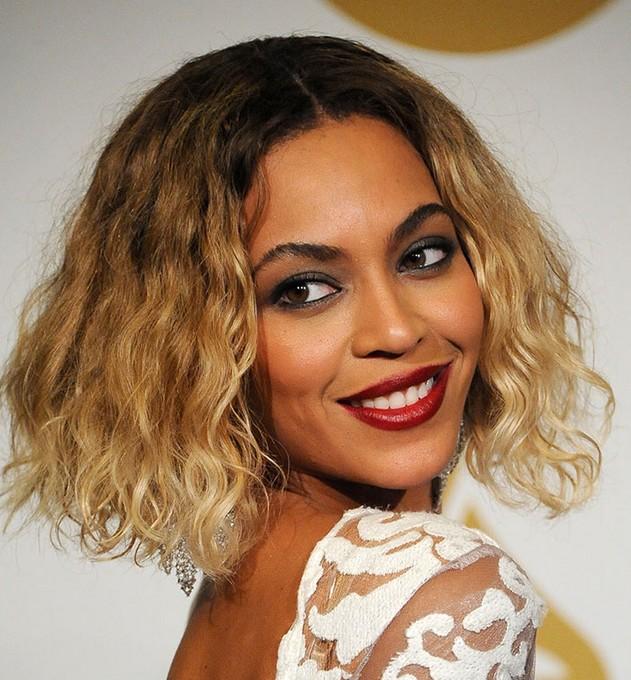 Beyoncé short ombre curly bob cut