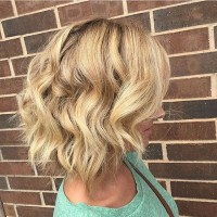 Blonde-Messy-Bob-Hairstyle-with-beachy-waves