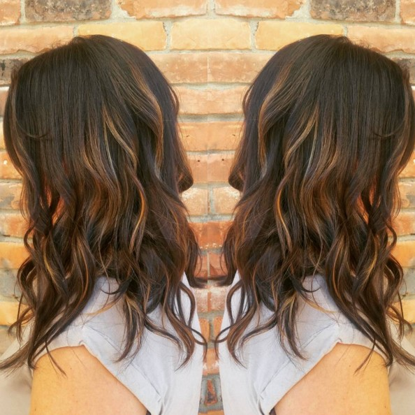 Medium Wavy Hairstyle with Highlights