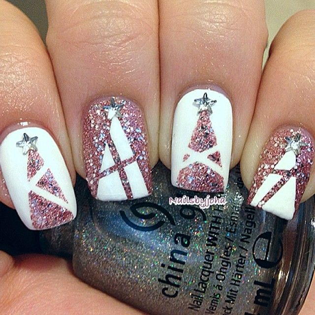 25 Christmas Nail Ideas to Try , Pretty Designs